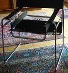 Un fauteuil Wassily d'après Marcel Breuer